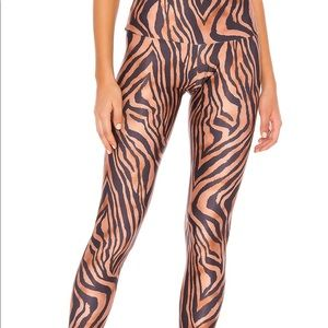 Onzie NWT tiger leggings